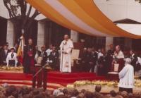 Jan Paweł II na dziedzińcu KUL-u, 1