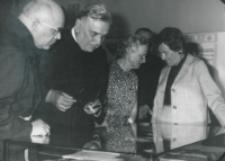 Akademia poświęcona prof. Pigoniowi, maj 1969: zwiedzanie wystawy