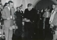 Wystawa fotografii barwnej Stefana Ciechana, 26. V. 1970 : otwarcia dokonuje ks. doc. W. Smoleń