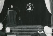 Z pobytu J. E. ks. Stefana kardynała Wyszyńskiego - Prymasa Polski na KUL-u - 15.V.1964 r. : widok auli uniwersyteckiej w czasie spotkania ks. prymasa z pracownikami i młodzieżą KUL