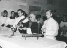 Inauguracja roku akademickiego 1971/72, 24.X : Mszę św. inauguracyjną celebruje ks. bp P. Kałwa - Wielki Kanclerz KUL