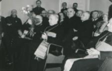 Z pobytu J. E. ks. Stefana kardynała Wyszyńskiego - Prymasa Polski na KUL-u - 15.V.1964 r. : ks. prymas skończył przemówienie