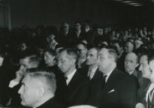 Z pobytu J. E. ks. Stefana kardynała Wyszyńskiego - Prymasa Polski na KUL-u - 15.V.1964 r. : zasłuchana była również wypełniona po brzegi aula Uniwersytetu