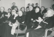 Z pobytu J. E. ks. Stefana kardynała Wyszyńskiego - Prymasa Polski na KUL-u - 15.V.1964 r. : występy chórów nagrodzone zostały gorącymi oklaskami