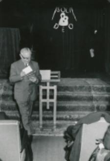 Z pobytu J. E. ks. Stefana kardynała Wyszyńskiego - Prymasa Polski na KUL-u - 15.V.1964 r. : redaktor K. Turowski zapowiada część artystyczną spotkania