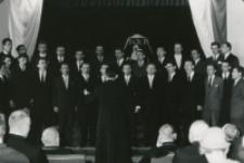 Z pobytu J. E. ks. Stefana kardynała Wyszyńskiego - Prymasa Polski na KUL-u - 15.V.1964 r. : Chór Akademicki