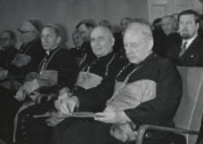 Inauguracja roku akad. 1969/70 : księża biskupi : A. Pawłowski, K. Kominek, A. Baraniak, P. Kałwa, S. kardynał Wyszyński : z tyłu od lewej : ks. bp B. Pylak i B. Bejze.