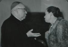 Sympozjum Prawa Naturalnego, 10.IV.1969 r. : ks. arcybp B. Kominek w rozmowie z doc. H. Waśkiewicz.