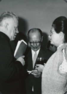 Sympozjum Prawa Naturalnego, 10.IV.1969 r. : ks. bp I. Tokarczuk z pp. Strzeszewskimi.