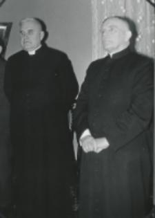 35 lat pracy ks. prof. J. Pastuszki na KUL : ks. prof. S. Łach i ks. prof. J. Pastuszka.