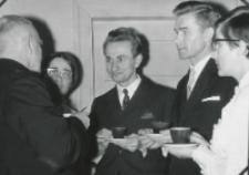 35 lat pracy ks. prof. J. Pastuszki na KUL : ks. prof. J. Pastuszka w rozmowie ze swoimi wychowankami.