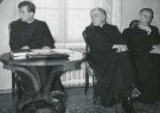Habilitacja ks. dra Tadeusza Stycznia, 5.III.1970 r. : od lewej : doktorant, ks. rektor Granat.