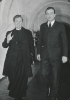 Habilitacja ks. dra Tadeusza Stycznia, 5.III.1970 r. : po doktoracie z kierownikiem kancelarii wydziałowej mgr. E. Leszczukiem.