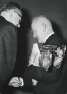 Jubileusz 50-lecia pracy naukowej i 25-lecia pracy prof. A. Wojtkowskiego na KUL-u : prof. J. Kłoczowski - dziekan Wydz. Nauk Human. składa podziękowania i gratulacje.