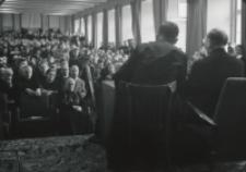 Wizyta msgr. A. Casaroli na KUL-u (2.III.1967) : audytorium podczas odczytu wygłaszanego przez watykańskiego gościa.