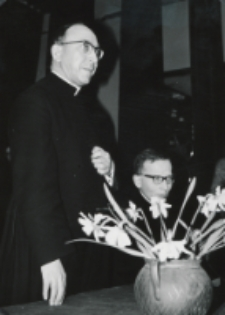 Wizyta msgr. A. Casaroli na KUL-u (2.III.1967) : przemawia msgr. A. Casaroli, tłumaczy ks. dr A. Deskur z Rzymu.