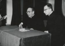 Wizyta msgr. A. Casaroli na KUL-u (2.III.1967) : prelegent w trakcie głoszenia referatu.