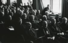 Wykłady dla duchowieństwa w latach 1965-1969 : Aula po brzegi wypełniona słuchaczami.