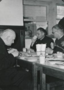 Wykłady dla duchowieństwa w latach 1965-1969 : Posiłek