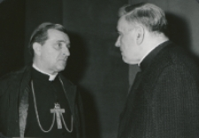 Ks. Arcybp A. Kozłowiecki na KULu : Ks. arcybp Kozłowiecki w rozmowie z ks. rektorem Granatem.