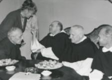 O. A. Fernandez przełożony generalny oo. dominikanów na KULu (wrzesień - 1970) : W salonach rektorskich.