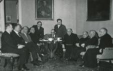 Prof. Leo Gabriel, przewodniczący II Filozoficznego Instytutu Uniwersytetu Wiedeńskiego, na KUL-u 1970 r. : drugi od lewej: dr Fritz Cocron attache kulturalny przy ambasadzie austryjackiej w Warszawie.