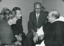 O. A. Fernandez przełożony generalny oo. dominikanów na KULu (wrzesień - 1970) : O. Koadiutor w rozmowie z pracownikami KUL.