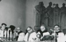 O. P. Arrupe generał oo. jezuitów na KUL-u - 22-23 V 1969. : od lewej: o. H. Czuma, ks. prof. W Poplatek, ks. rektor W. Granat, o. P. Arrupe.