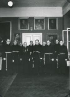 O. K. Koser, przełożony generalny oo. franciszkanów na KUL-uu 2. V 1969 r. zdjęcie grupowe