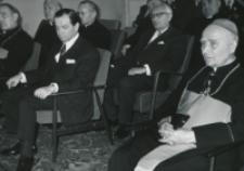 Inaguracja roku akad. 1969/70 : w auli podczas akademii. Od lewej: ks. bp. J. Mazur, dr J. Proksch - ambasador Austrii, ks. bp. P. Kałwa - Wielki Kanclerz KUL.