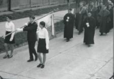 Inauguracja roku akad. 1969/70 : w pochodzie z kościoła do auli.