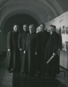 Księża polonii amerykańskiej na KUL-u (październik 1968 r) : 2-gi od lewej ks. prof. Zdz. Peszkowski, 4-ty: ks. prof. Zięba, rektor seminarium polskiego w Orchard Lake.