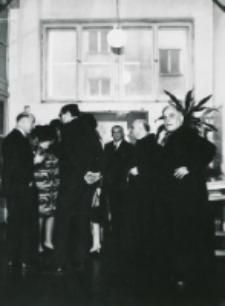 Ambasador USA Gronouski zwiedza Bibliotekę Uniwersytecką KUL 1968 r.