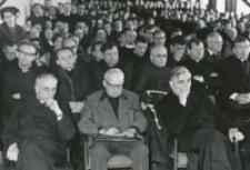 Ks. Prof. K. Rahner na KUL - 1970 r. : Słuchacze wykładów, w 1 rzędzie: ks. prof. M. Rechowicz, prof. A. Paszewski, ks. rektor W. Granat.