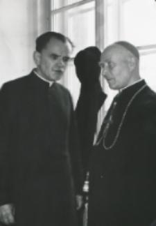 Dni misyjne na KULu : Ks. Prof. J. Rybaczyk - dziekan Wydz. Prawa Kanon. z ks. bp. P. Kałwą.
