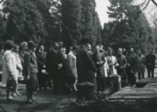 50-lecie Koła Polonistów Studentów KUL : na cmentarzu przy ul. Lipowej w Lublinie