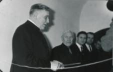 Wystawa plakatu Leszka Mądzika, jesień 1970 r. : przecinamy wstęgę