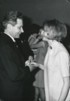 Ostatki u polonistów, [18 lutego 1969 r.] : profesor i studentka