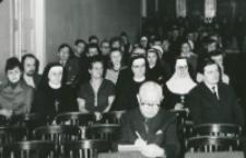 """80-lecie """"Rerum novarum"""" na KUL, sympozjum naukowe 4-5.V.1971 : uczestnicy sympozjum : w I rzędzie red. Konstanty Turowski"""