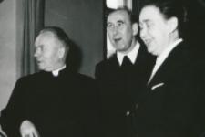 """80-lecie """"Rerum novarum"""" na KUL, sympozjum naukowe 4-5.V.1971 : ks. bp Bednorz z rektorem"""