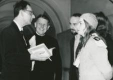 """80-lecie """"Rerum novarum"""" na KUL, sympozjum naukowe 4-5.V.1971 : uczestnicy sympozjum dyskutują"""