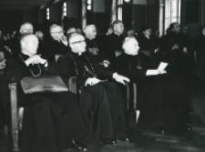 Sympozjum poświęcone rocznicy encyklik społecznych we Wrocławiu - maj 1971 r. : od lewej ks. bp Bednorz, ks. bp Bareła, S. kardynał Wyszyński