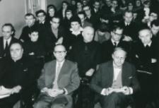 Sympozjum naukowe na temat teorii kultury, 24-26.X.1971 : od lewej: ks. prof. z Lowanium, prof. Cz. Strzeszewski :