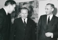 Sympozjum naukowe na temat teorii kultury, 24-26.X.1971 : o. rektor M. A. Krąpiec, prof. J. Turowski, prof. M. Albinowski z Nijmegen