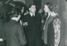 Historycy zagraniczni na KUL-u (listopad 1971) : od lewej: prof. Eugene Honee z Nijmegen (z kieliszkiem), o. rektor M. Krąpiec, prof. Van Laarhoven z żoną