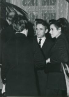 Historycy zagraniczni na KUL-u (listopad 1971) : prof. Marc Venard z Paryża wraz z żoną. Odwrócona tyłem Monique Aillerit - asystent prof. Dupront - rektora Sorbony