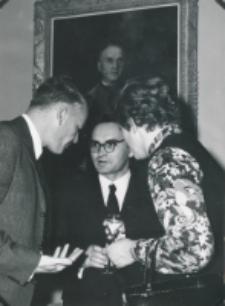 Historycy zagraniczni na KUL-u (listopad 1971) : prof. Laarhoven z żoną, w środku doc. St. Litak