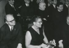 40-lecie pracy naukowej i nauczycielskiej profesora Czesława Zgorzelskiego, listopad 1971 : przed wręczeniem księgi pamiątkowej