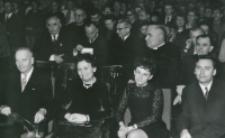 40-lecie pracy naukowej i nauczycielskiej profesora Czesława Zgorzelskiego, listopad 1971 : uczestnicy uroczystości