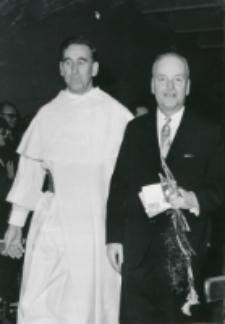 40-lecie pracy naukowej i nauczycielskiej profesora Czesława Zgorzelskiego, listopad 1971 : dostojny jubilat z o. rektorem M. A. Krąpcem